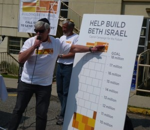 photo - Gary Averbach, left, and Shannon Etkin at the kick-off of Beth Israel's capital campaign in May 2011.