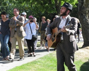 photo - Cantor Lawrence Szenes-Strauss leads the community in song. (photo by Jan Lee)