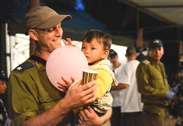 photo - Israel Defence Forces medical personnel treat injured Nepalese at the IDF field hospital in Katmandu, May 2015.