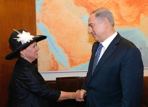photo - Prime Minister Binyamin Netanyahu receives Esther Pollard in his office on July 29, 2015, following the news that her husband Jonathan Pollard is to be freed from prison in the United States in November.