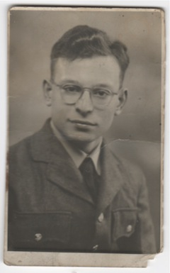photo - Alan Tapper served in the British Royal Air Force in 1950-51
