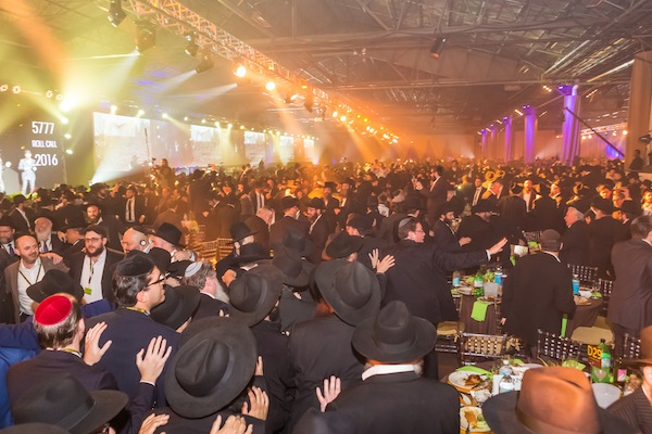 Thousands gather