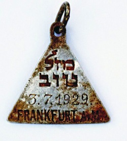 """photo - A pendant with the Hebrew words """"mazal tov"""" and the date July 3, 1929, and its opposite side (below)"""