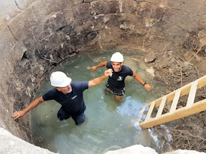 photo - IAA counselor and astudent in the well
