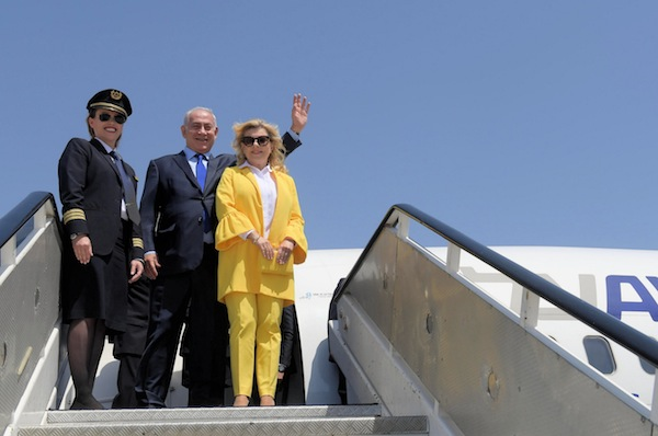 photo - Prime Minister Netanyahu and his wife Sara, with El Al's first ultra-Orthodox female pilot, Nechama Spiegel Novak, as they set out to Salonika, Greece, on June 14
