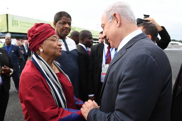 photo - Netanyahu is welcomed to Monrovia by Liberian President Ellen Johnson Sirleaf on June 4