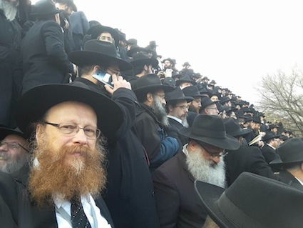 "photo - Rabbi Falik Schtroks at the ""class photo"""