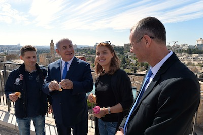 photo - In November last year, the three millionth tourist of 2017 arrived in Israel. He and his partner were shown around Jerusalem's Tower of David Museum by Prime Minister Binyamin Netanyahu