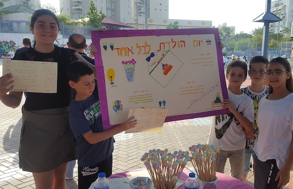 photo - Sixth graders at the Hayovel school in Ashdod present their social project: A Birthday to Everyone