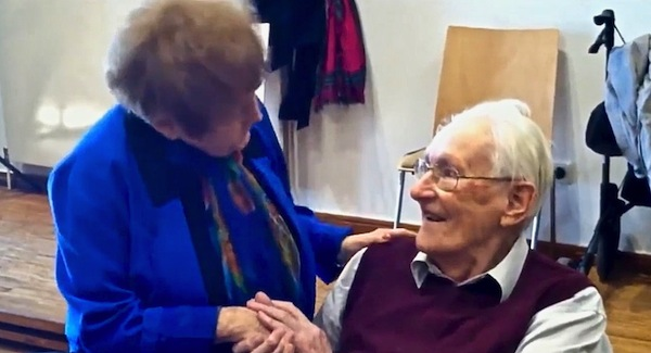 photo - Auschwitz survivor Eva Kor forgives former SS officer Oskar Gröning