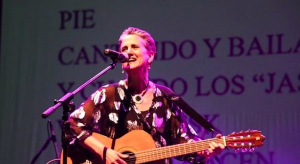 photo - Janie Respitz of Montreal won the prize for best interpretation of an existing Yiddish song at the final Der Idisher Idol contest in Mexico City