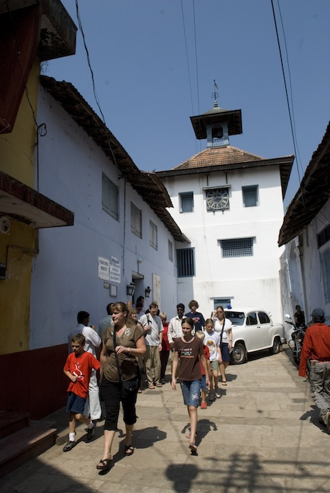 photo - Paradesi Synagogue, also known as Mattancherry Synagogue, is the building in the back