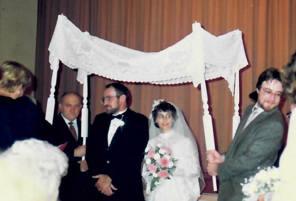 photo - Victor and Tammy Neuman met at the Vancouver Jewish Folk Choir and have been married now for 31 years