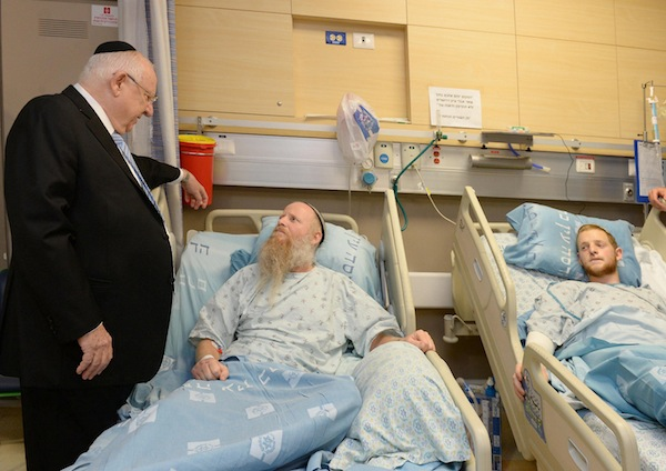 photo - Israeli President Reuven Rivlin talks to Rabbi Eitan Shnerb at Hadassah Medical Centre in Ein Kerem on Aug 26
