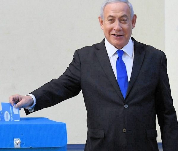 photo - Israeli Prime Minister Binyamin Netanyahu places his vote on election day