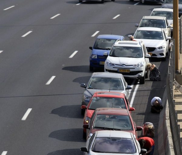 photo - Drivers take refuge from rockets in Tel Aviv, July 9, 2014