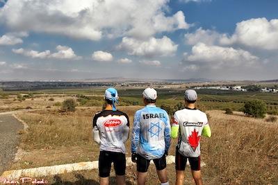 photo - 3 cyclists