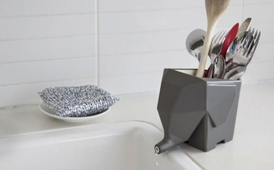 photo - The Jumbo cutlery holder drains into the sink straight away