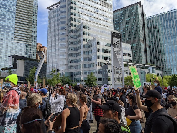 photo - In recent weeks, many protesters have taken to the streets in various cities across Canada to protest against the austerity and discrimination in the United States, Canada and worldwide