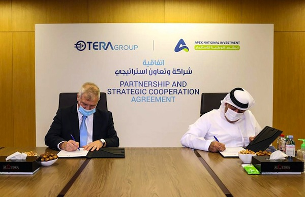 photo - TeraGroup chair and chief executive officer Oren Sadiv, left, signs a research deal with Khalifa Yousef Khouri, chair of APEX National Investment, in Abu Dhabi