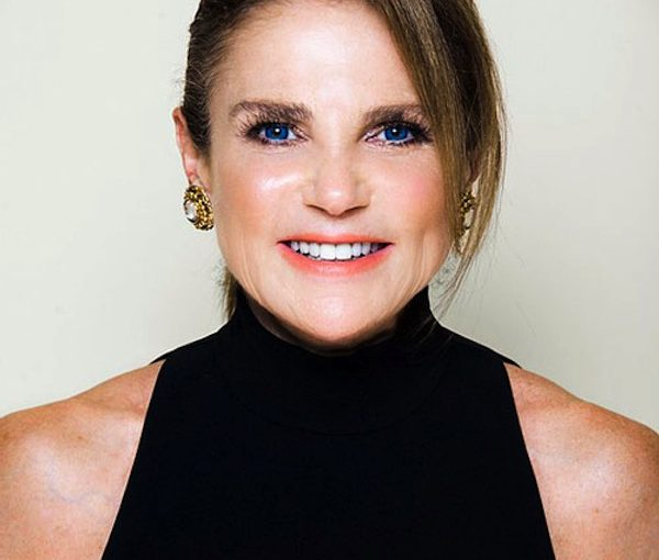 photo - Actor Tovah Feldshuh talks about her new book, Lilyville, on April 15, in an event held in partnership with the JCC Jewish Book Festival