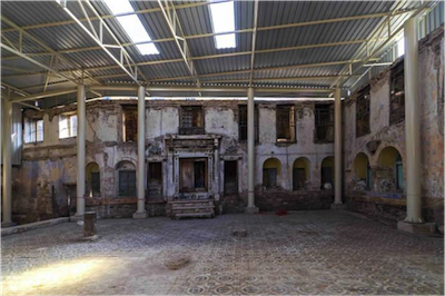 photo - Hevra Synagogue, which was founded in the early 17th century, is located within a complex of four synagogues that share a courtyard marketplace in Izmir