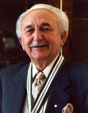 """photo - Morris Wosk, z""""l, was honoured as a Pioneer Laureate"""