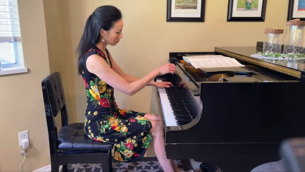Libby Yu plays music for soul